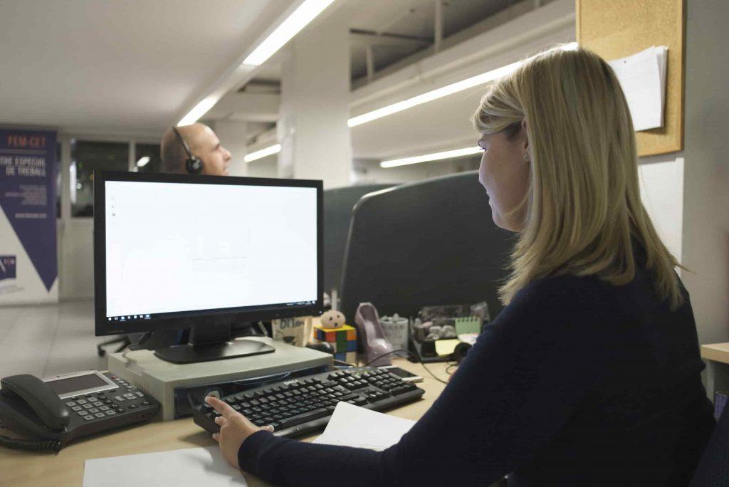 Trabajar en oficina con Esclerosis Múltiple